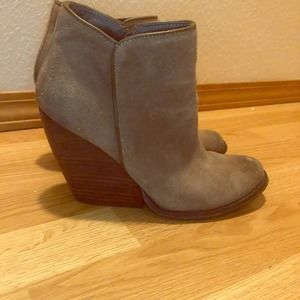 Very Volatile LA Wedge Zip Booties Taupe 8